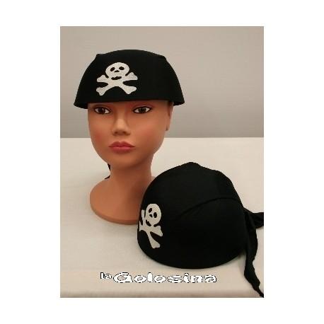 Gorro con panuelo de pirata.