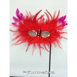 Antifaz plumas con palo rojo