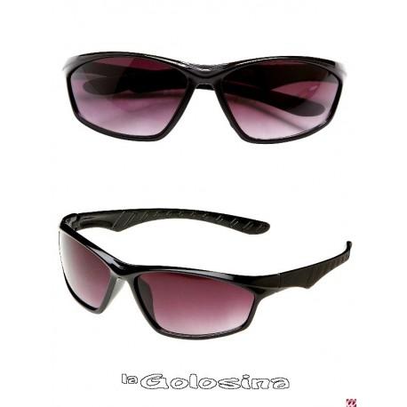 Gafas negras alargadas con cristal oscuro