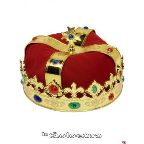 Corona rey decorada con tela roja.