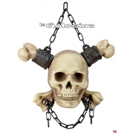 Calavera con cadenas y huesos cruzados - 28 cm.