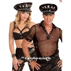 Gorra rockero adornado con calaveras y cadena